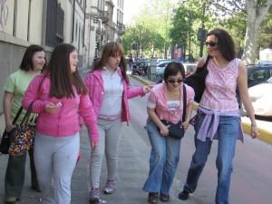 Foto con un alcuni soci in giro a fare la spesa