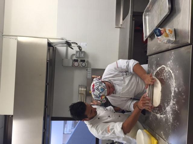 Adel e Andrea cucinano